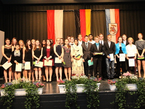 Grünberg Theo-Koch-Schule TKS Verabschiedung Abiturienten Gallushalle Ehrungen alle geehrten Schüler Foto: dis